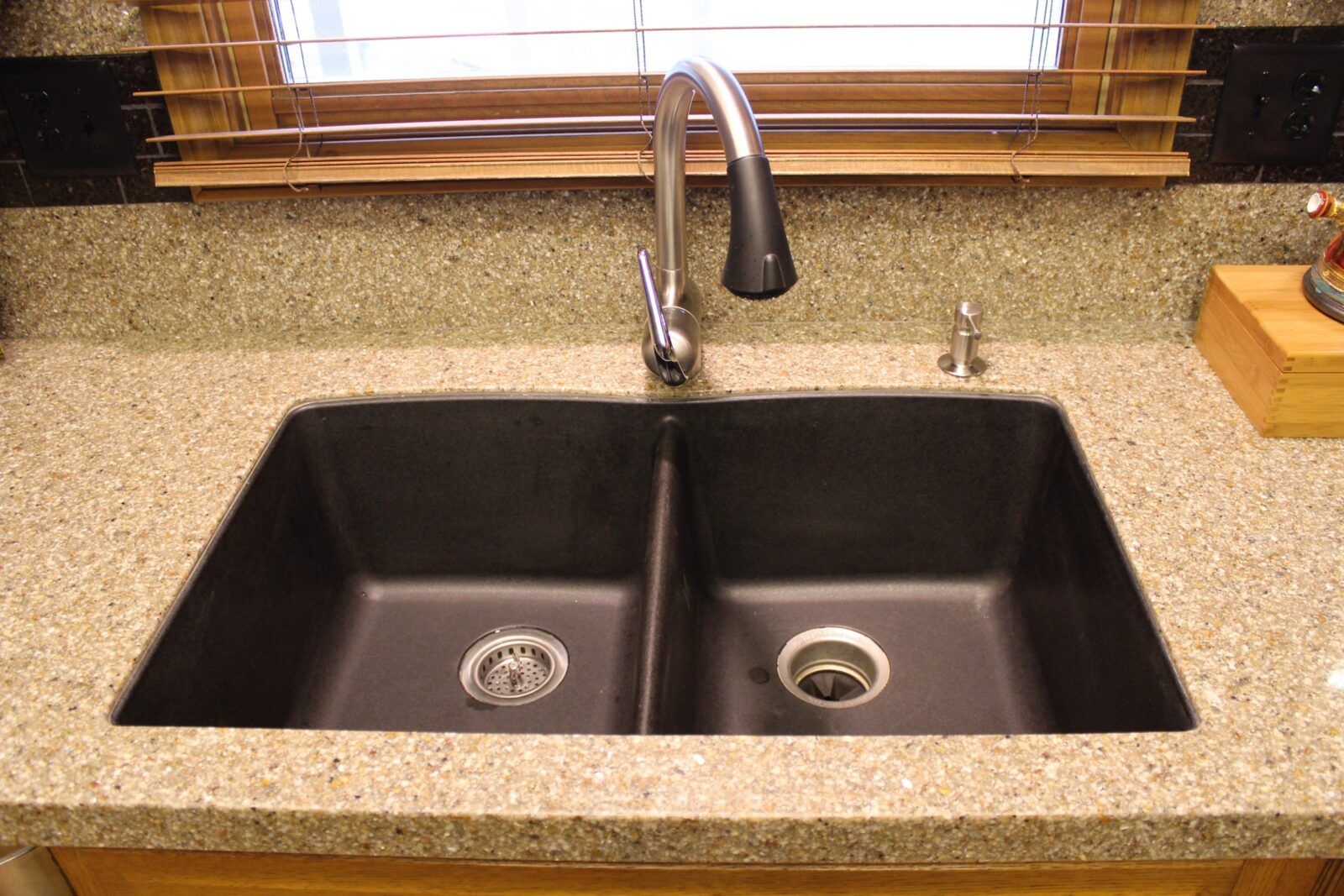 Undermount sink Granite Countertops