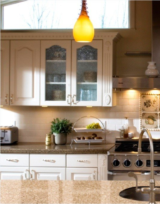 Kitchens look better with neutral color palettes such as grays, whites and beige.
