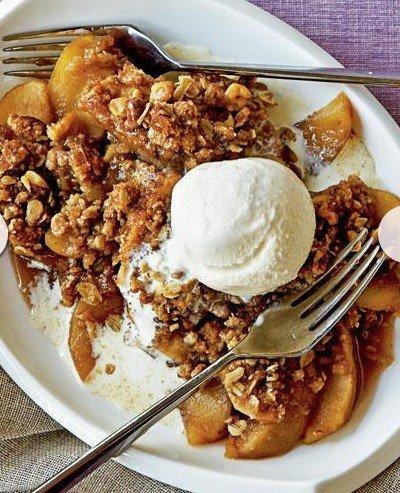 maple-walnut apple crisp