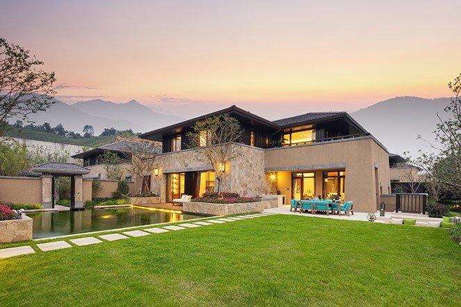 Modern style backyard